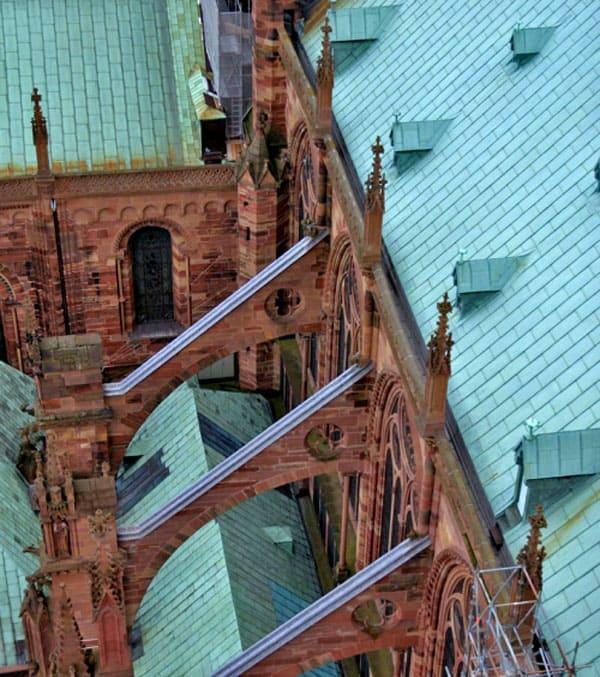 Аркбутаны незавершённого Страсбургского собора (Cathédrale Notre-Dame – Собор Девы Марии)
