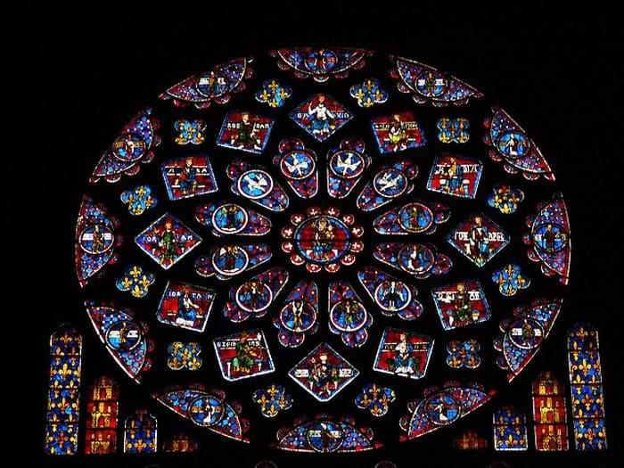 Изображение должно было быть религиозным, равновесным, как печать Соломона. Это символическое соединение вечного, смертного, конечности и бесконечности, единении материи и духа