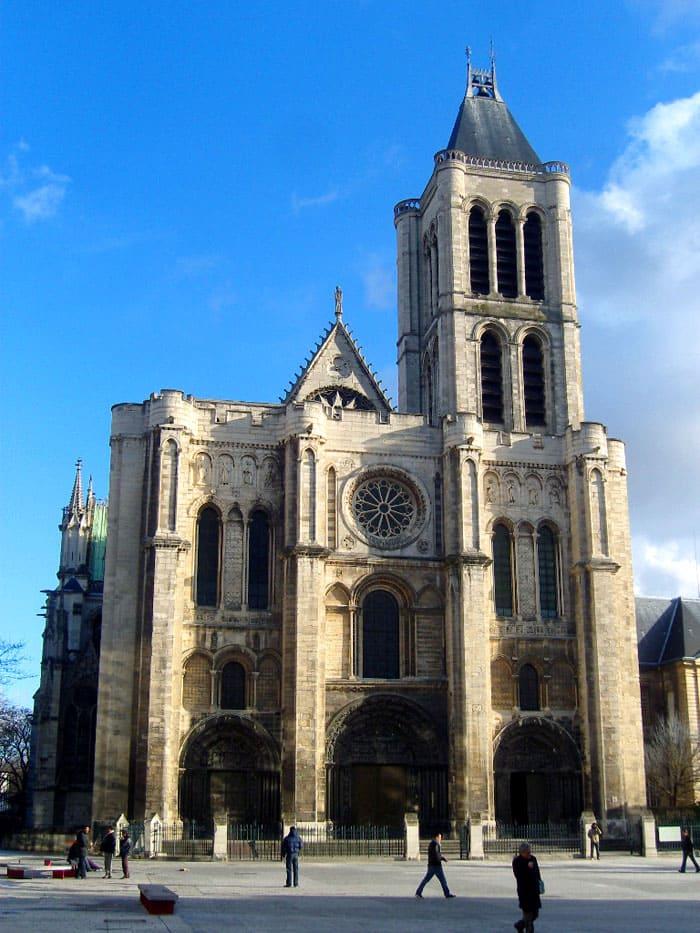 Поразительно прекрасная церковь аббатства Сен-Дени (1137-1144 гг.)