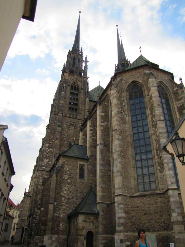 Кафедральный собор святых Петра и Павла в Брно приковывает взгляд отовсюду