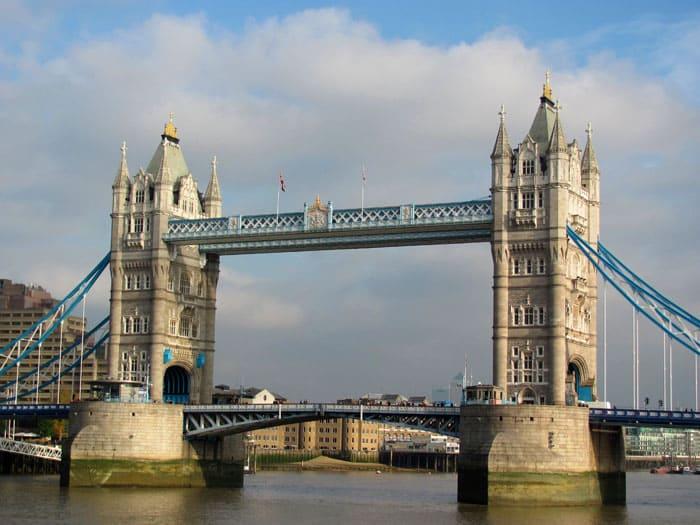 Тауэрский мост показал миру красоту возрождения архитектурного стиля Средневековья в современном исполнении