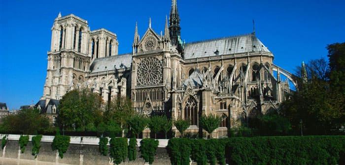 Собор Парижской Богоматери заложен в 1163 году, а закончен только к XIV веку, что наложило на него отпечатки и раннего и зрелого этапов