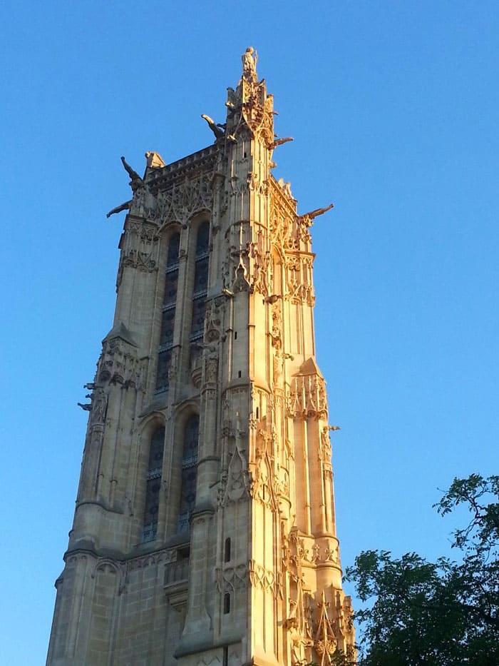 Башня Сен Жак сохранилась после разрушения монастырской церкви (1508 – 1522 гг.)