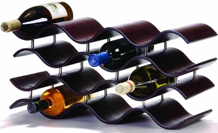 Бутылки класть можно плашмя, тем более, это хорошо смотрится