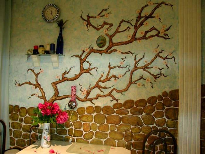 Размещение барельефов в виде изогнутых веток дерева создают особую атмосферу