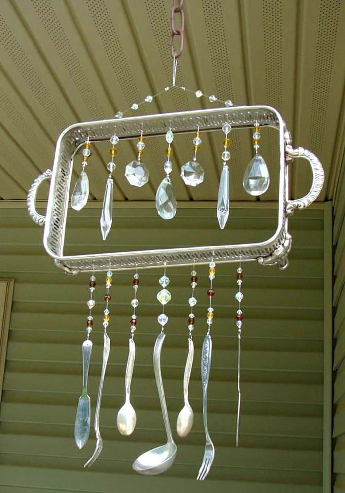 Под потолком тоже стоит попробовать разместить креативное украшение