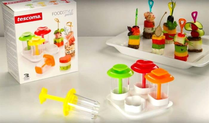 На стол можно поставить мороженое и пирожное на палочке. И для этого есть специальная посуда, которая поможет приготовить блюда весьма оперативно