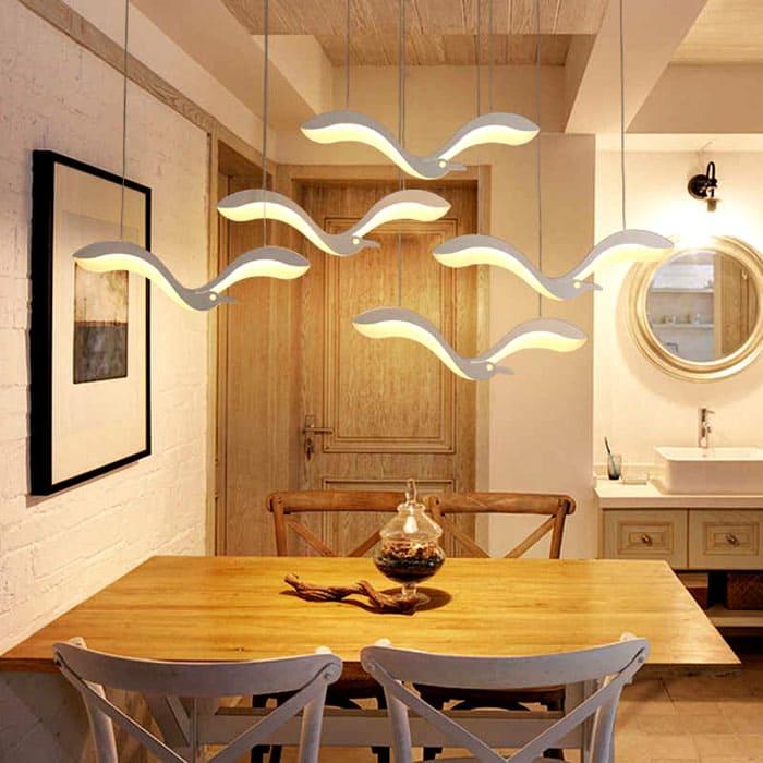 Стаи птиц делают кухню ярче, а трапезу светлее