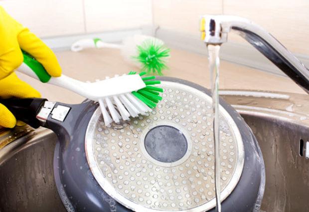 Как очистить сковороду от нагара
