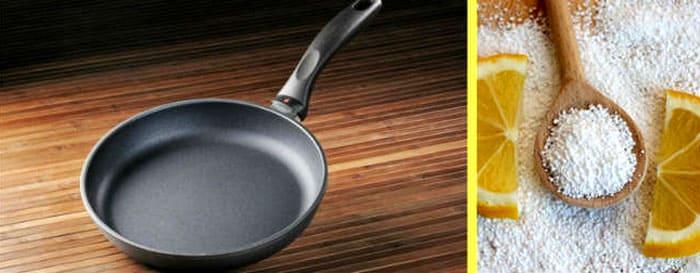 Кристаллы кислоты нужно развести в литре воды и вскипятить раствор в широкой ёмкости, которая может вместить в себя сковородку