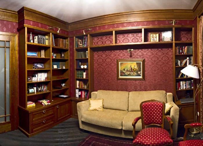 Интересно смотрятся встроенные угловые книжные шкафы и библиотеки для дома. Это полноценная часть стены, составляющая единую композицию