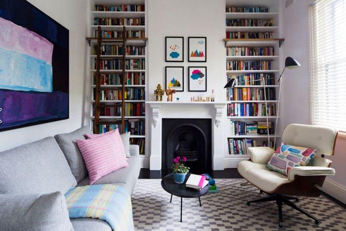 С гостиной уместны также конструкции открытого типа, особенно это актуально для современных стилей