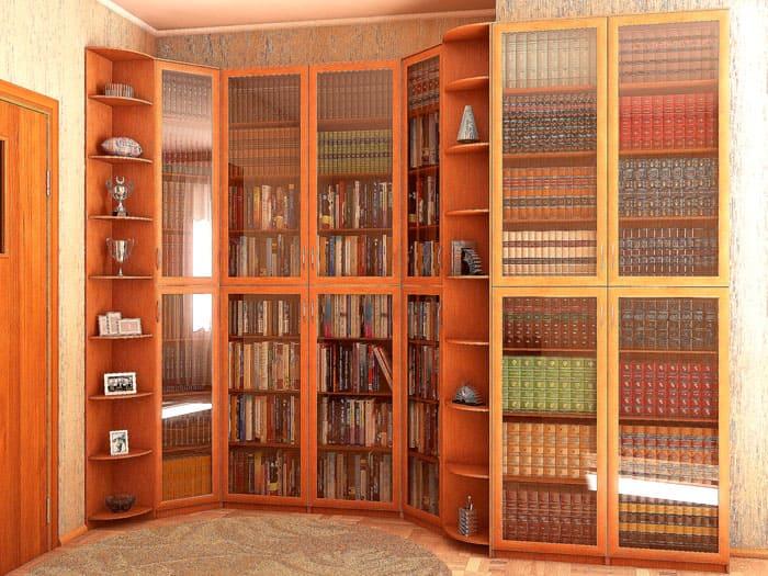 В открытых шкафах для книг хорошо смотрятся статуэтки. Библиотека от этого только выигрывает