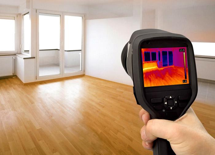 Прибор показывает высокую тепловую инертность напольного ПВХ покрытия