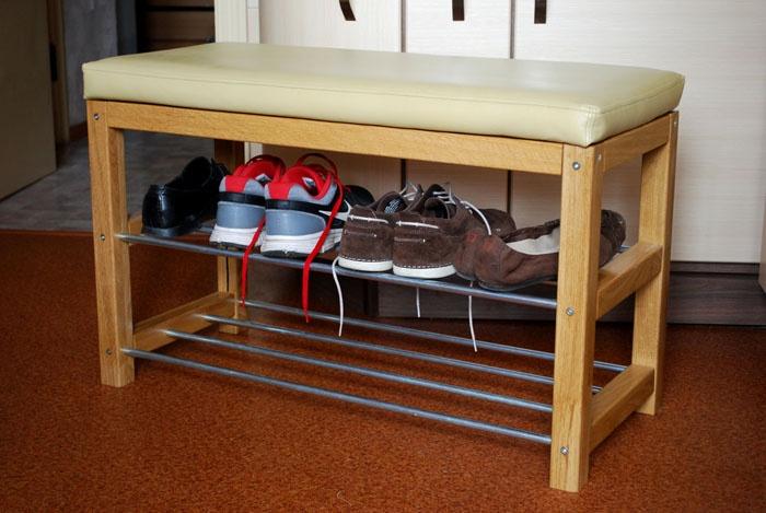 Варианты проще: металлические полки позволяют сразу поставить на них обувь после улицы, если вдруг нет времени её помыть