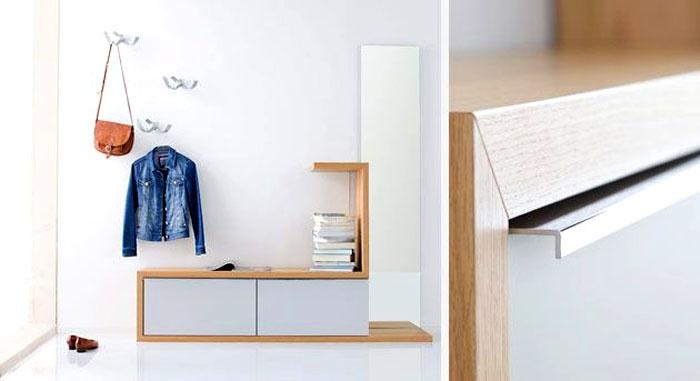 Для минималистического настроения подходят закрытые полки для обуви, небольшие комоды, или ансамбль из банкетки, полочек и вешалки