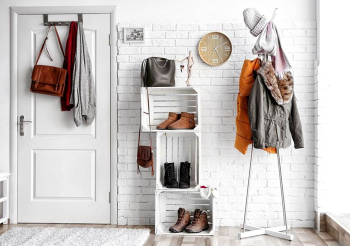 Простые ящики превращаются в креативное место для хранения туфель и ботинок