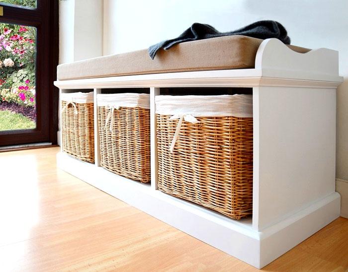 Корзины с текстилем подходят под определение «нежный». Туфли прекрасно хранятся в корзинках или выдвижных ящиках