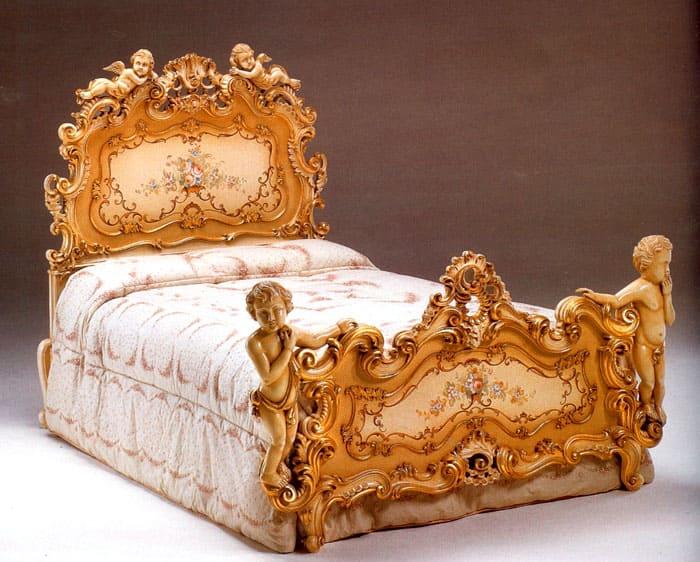 Даже односпальная кровать выглядит большой и массивной