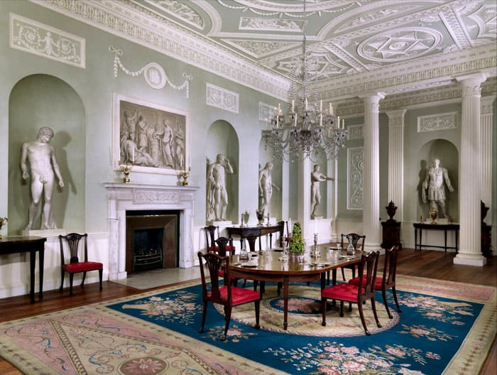 Статуи, картины в массивных деревянных или позолоченных резных рамах — предметы искусства прошлых эпох отлично себя чувствуют в барокко