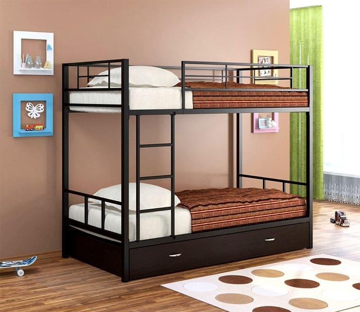 Чаще всего, такие изделия приобретают для подростковых и детских комнат. Место для хранения может располагаться под нижним ярусом