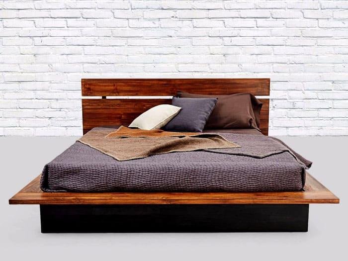 Деревянная кровать с простым изголовьем удачно впишется в просторный индустриальный стиль