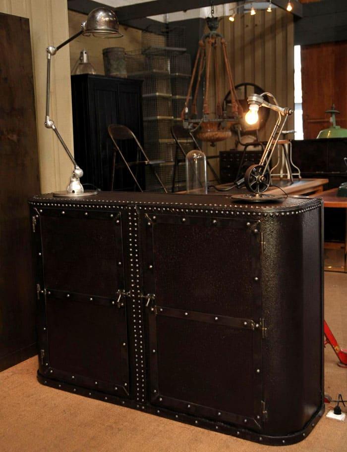 Мужественность, сила, задумчивость: кто бы мог подумать, что мебель умеет говорить?