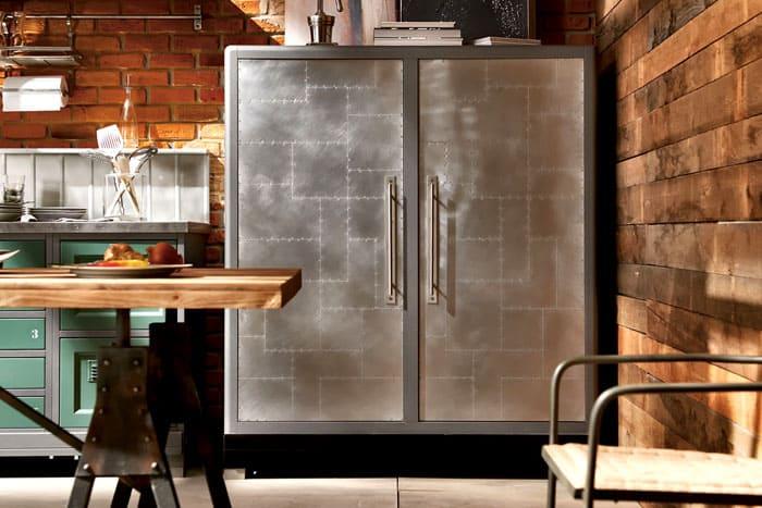Металлическое вместилище отлично подойдёт для кухни
