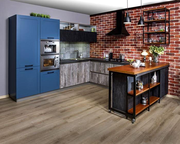 Стилизованный холодильник и небольшой кухонный гарнитур: всё по канону