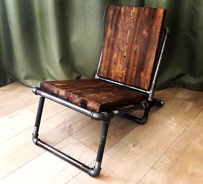 Несмотря на то, что поверхности кресла изготовлены из дерева, сидеть на таком изделии удобно