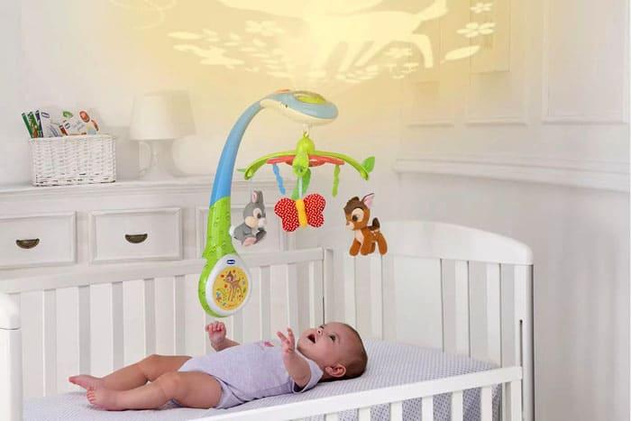 Преимущество долгого звучания и вращения очевидно, да и управлять игрушкой на расстоянии очень удобно. Иногда лучше не показываться малышу на глаза, а дать ему возможность уснуть самостоятельно