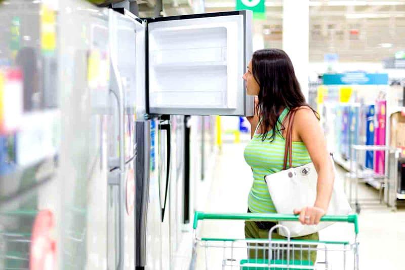 А ведь выполнить эту задачу не так просто: некоторые модели холодильных шкафов бывают высотой по два метра. Их не так легко установить в прицепе или кузове пикапа