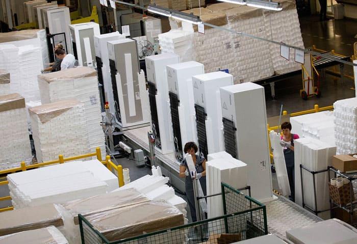 Для сохранности производители укладывают внутрь упаковки пенопластовый уплотнитель