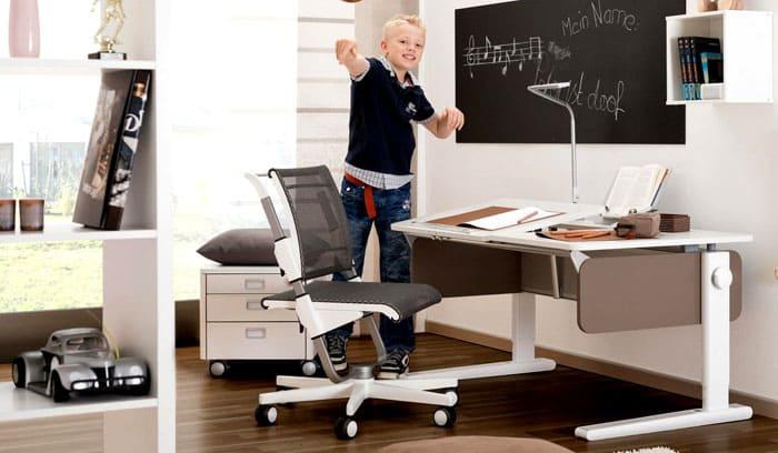 Счастливые обладатели столика-трансформера не будут озадачены необходимостью приобретать стол под рост ребёнка