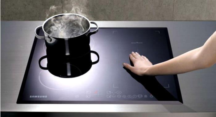 Не стоит опасаться негативных последствий того, что посуда не подойдёт. Плита просто не будет её нагревать