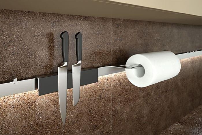Очень удобно пользоваться магнитным держателем для ножей
