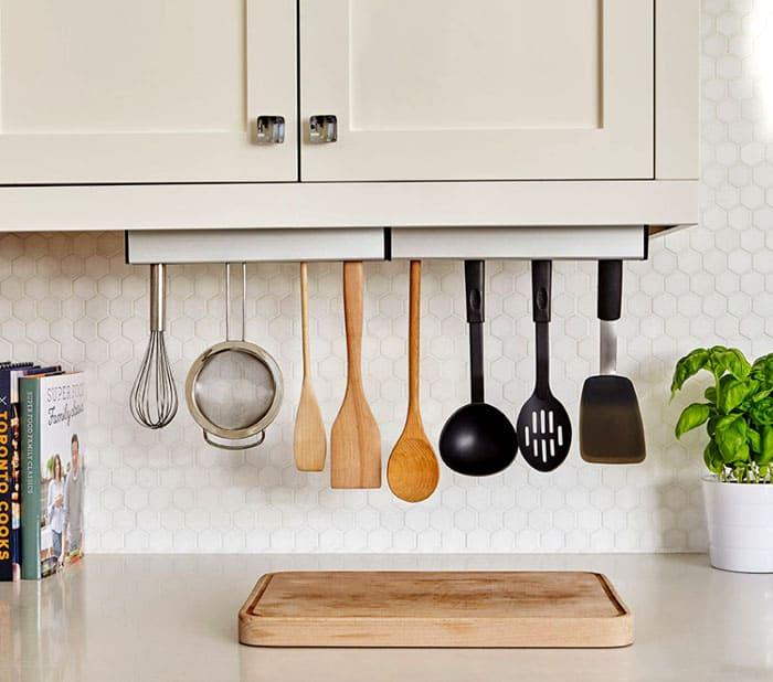 Удобны держатели для всевозможных поварёшек, картофелемялок, насадок