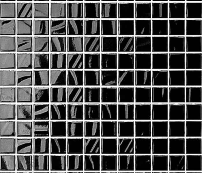 Если стеклянная поверхность даже издали смотрится гладко, то керамическая более рельефна