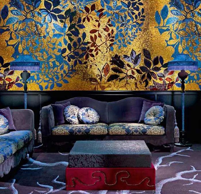 В гостиных мозаичное решение может быть разным: и в виде панно, и в виде целой стены