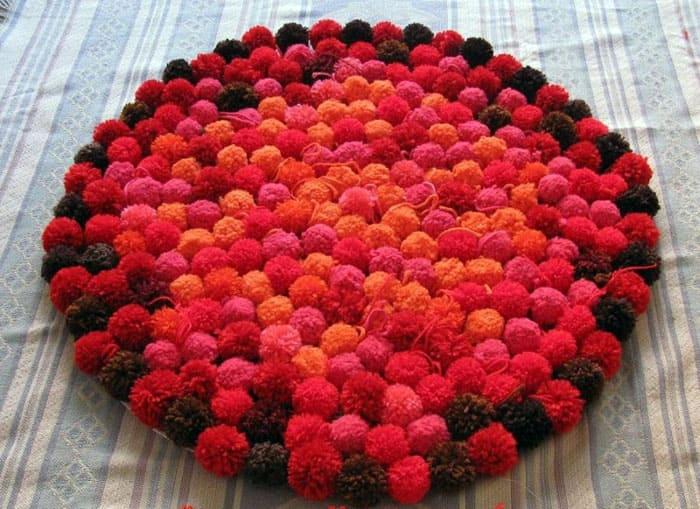Одноцветный коврик или разноцветный, в любом случае, он будет мягким и пушистым