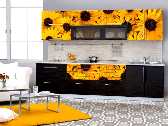 При выборе фотопечати обращают внимание на общий стиль оформления кухни. Не каждое изображение подходит под любой стиль