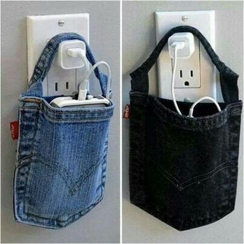 Частая проблема: куда положить мобильник во время зарядки, особенно при коротком проводе: так всё просто, кладём его в кармашек