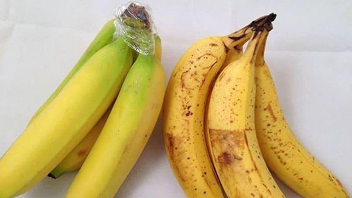 Хранение бананов: обматываем кончик связки скотчем или пищевой плёнкой