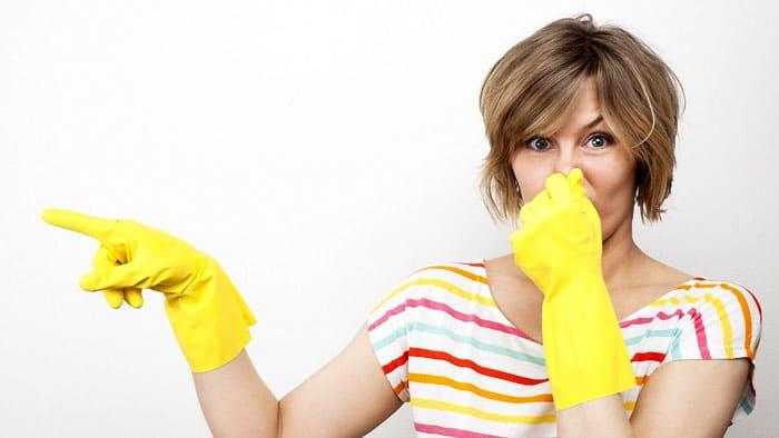 Кто не терпит запаха уксуса, тот может просто сжечь высохшую лимонную или мандариновую корочку. Такой ритуал напрочь уберёт неприятные запахи, заменив их терпким цитрусовым ароматом