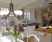 Люстры для кухни: виды, выбор