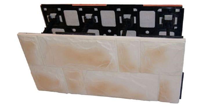 Опалубка для ленточного фундамента с внешней стенкой из техноблоков