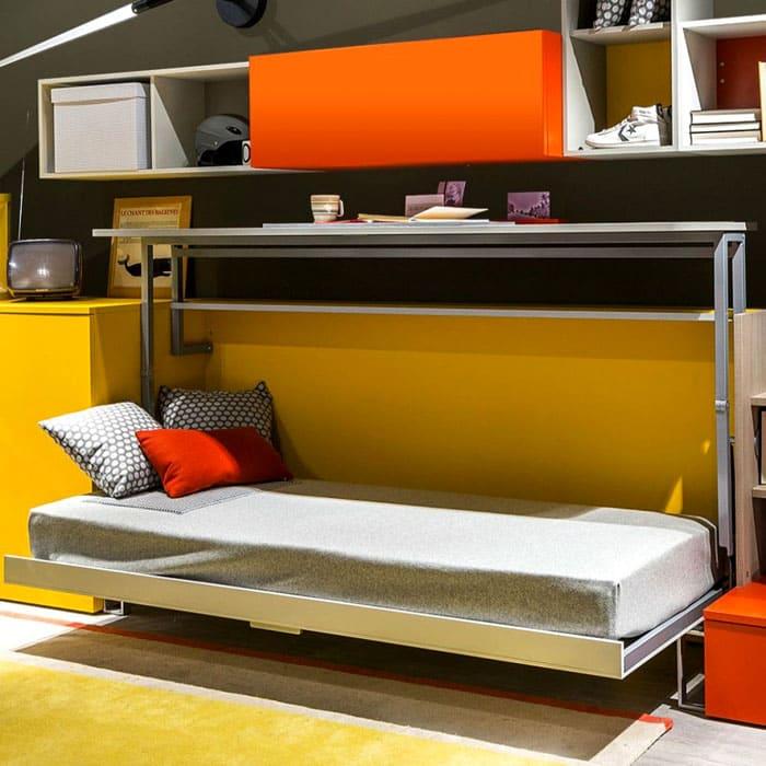 Постель является частью мебельного гарнитура и убирается в технологическую нишу за боковую сторону