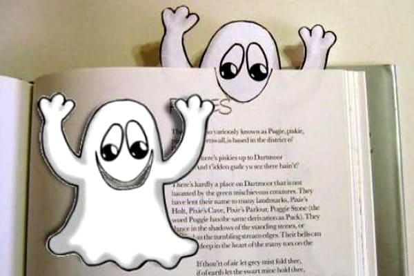 Бумажное привидение, которое ртом хватает страницы: просто на месте рта следует сделать вырез