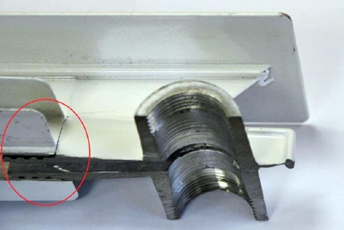 Экструзионный алюминиевый радиатор отопления в разрезе. Хорошо видно линии соединения элементов
