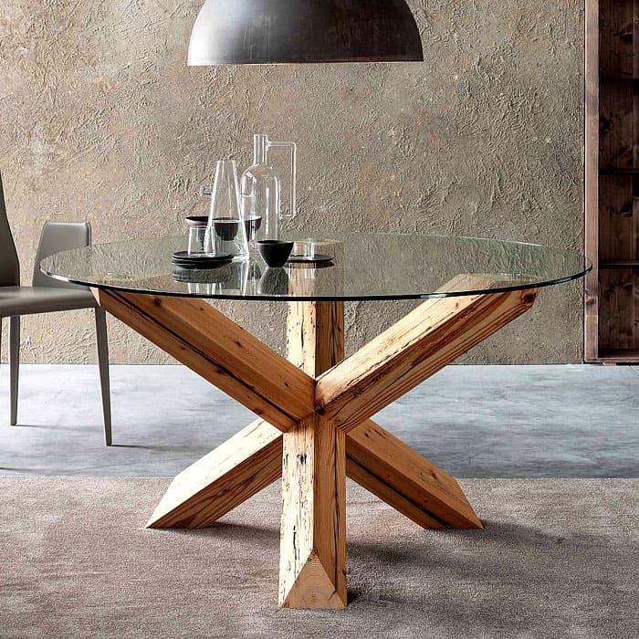 Три опоры чаще применяют для журнальных столиков или несущих более декоративную функцию